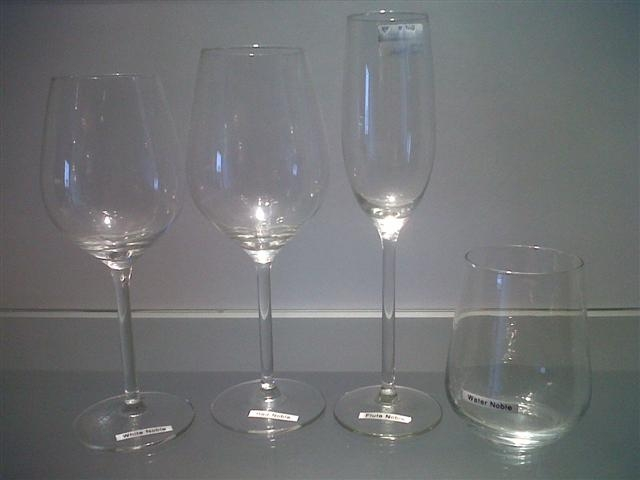 wine-glasses-red-noble
